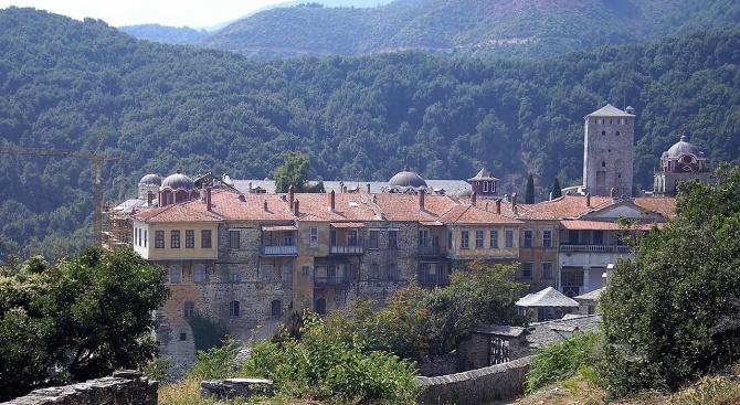 COVID-19 вече е установен и в Света гора