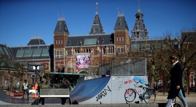 Близо 10 000 души в Нидерландия вече са заразени с