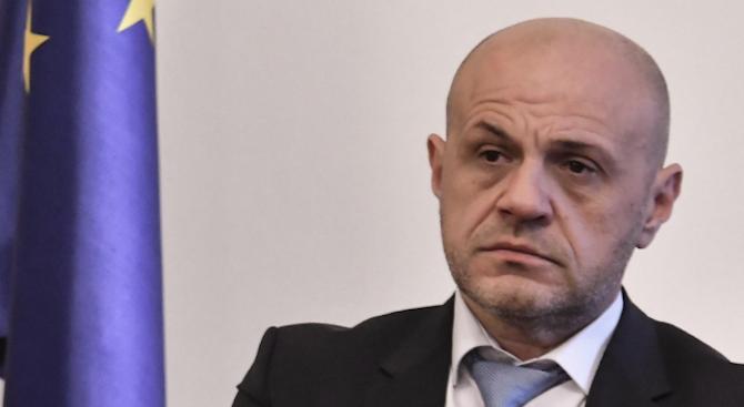 Томислав Дончев: Работим за лесно отпускане на безлихвените кредити на работниците