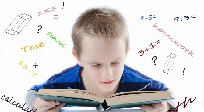 Министърът на образованието: Удължаването на учебната година не е неизбежно
