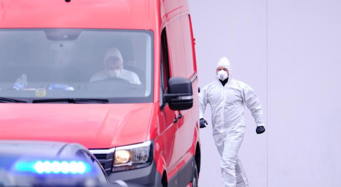 Шефът на испанския здравен кризисен щаб е с коронавирус