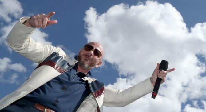 Американският рапър Питбул издаде нова песен, придружена с видео, за