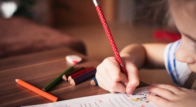 Проучване за онлайн уроците: Учителите работят на ръба на възможностите си
