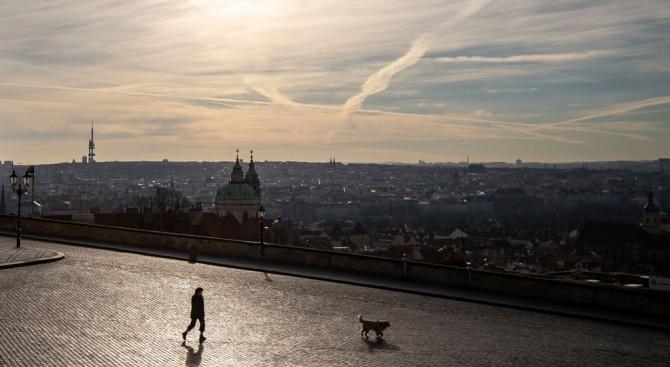 Чешкото правителство обяви, че продължава с още 10 дни до