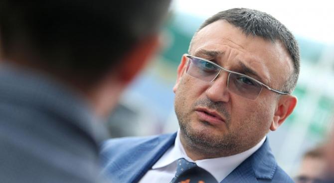 Министър Маринов: Моля ви, все пак носете маски