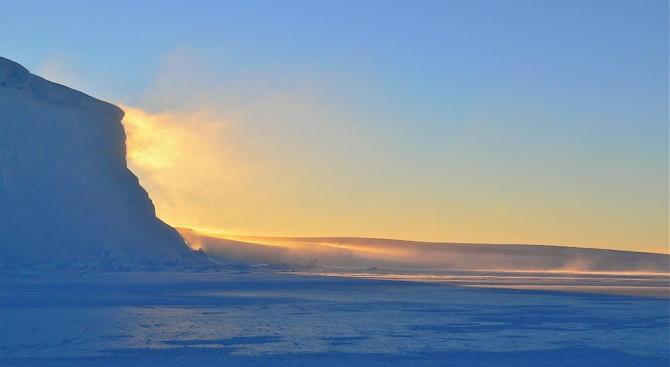 Учени съобщават за първа регистрирана топлинна вълна в Антарктида, като
