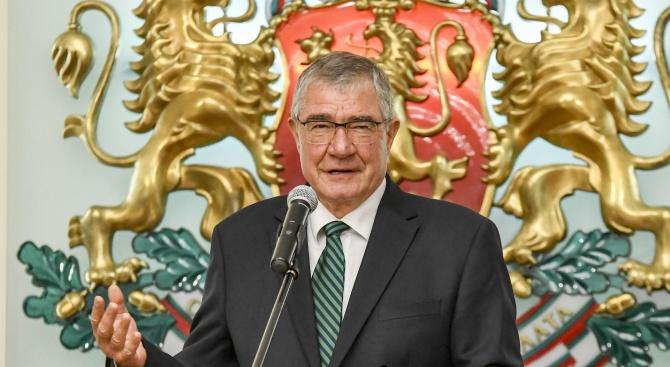 Председателят на Българския антарктически институт проф. Христо Пимпирев стана дядо.