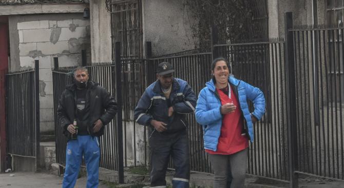 В ромските махали извънредните мерки масово не се спазват