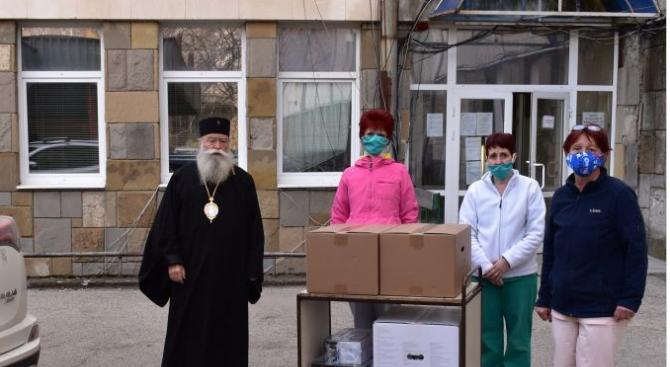 Ловчанският митрополит Гавриил посети днес детското отделение на Многопрофилната болница