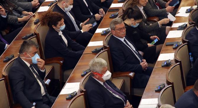 Народното събрание с извънредно заседание на 2 април