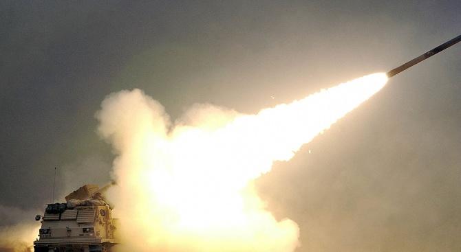 """Сирийската противовъздушна отбрана прехвана """"враждебни цели"""" в небето над град"""