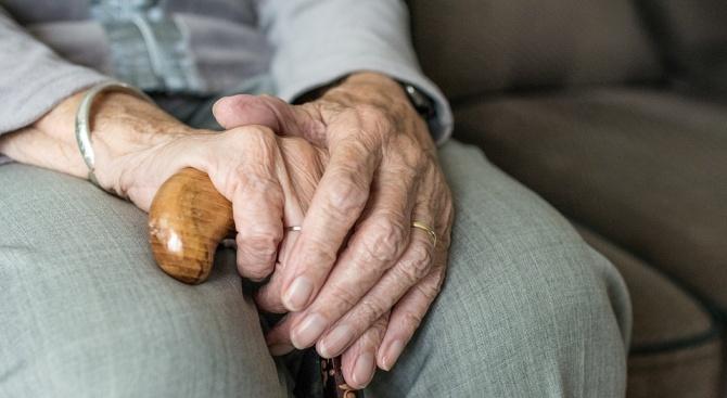 Лекари аплодираха 85-годишна жена, преборила COVID-19