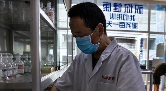 Изгониха лекар от бензиностанция, имал азиатски черти