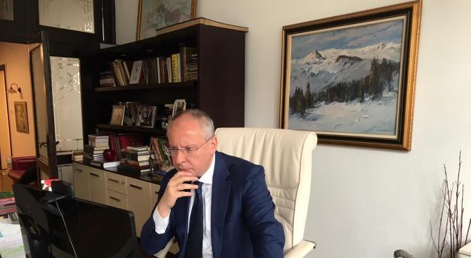 Пагубните неолиберални политики довели до краха на здравната система, смята Станишев