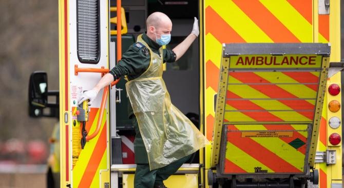 Над 560 починали от коронавируса във Великобритания през последното денонощие