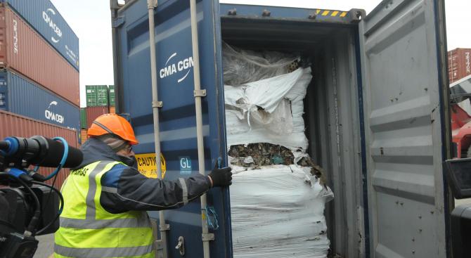 Днес отплават последните  25 контейнера с отпадъци от Варна към Италия