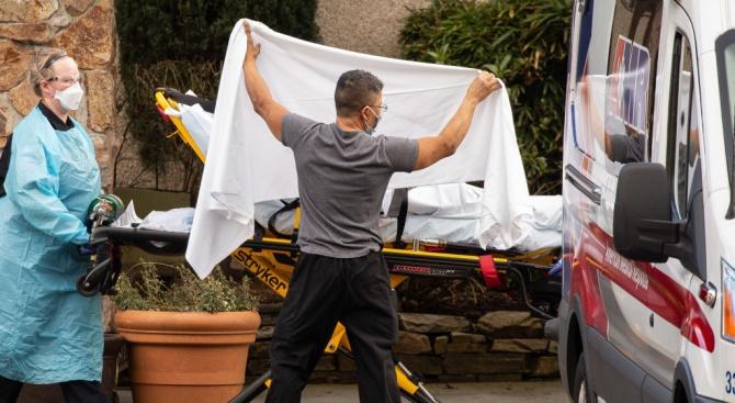 За денонощие в САЩ от коронавируса са починали над 1200 души