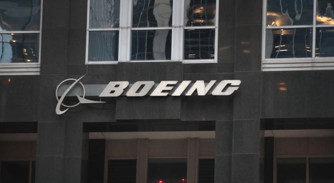 """""""Боинг"""" ще предложи план за доброволно напускане на служители"""