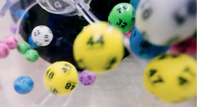 Двойка спечели за втори път джакпота от лотарията с едни и същи числа