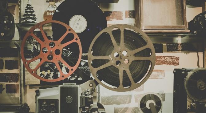 Коронавирусът удари и кино индустрията. Премиерите на нови филми ще