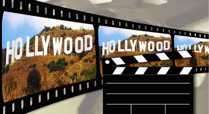 Холивудските студиа отлагат филмови премиери заради коронавируса, съобщи Асошиейтед прес.