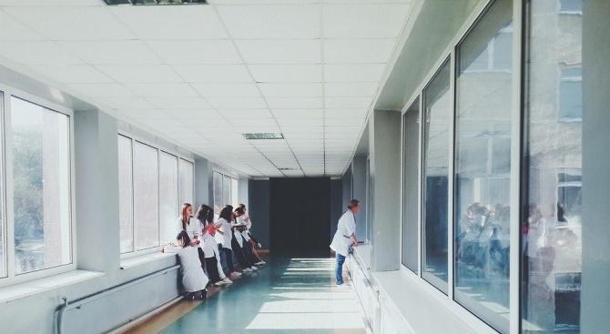 Лекарите, сестрите и останалият медицински персонал в Румъния, който работи