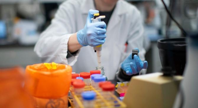 Новият коронавирус SARS- CoV-2 се предава от болни на здрави