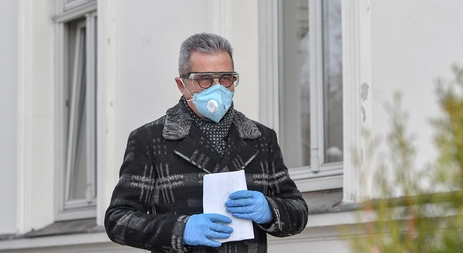 Д-р Хасан Адемов Хасан Адемов е роден на 24 януари