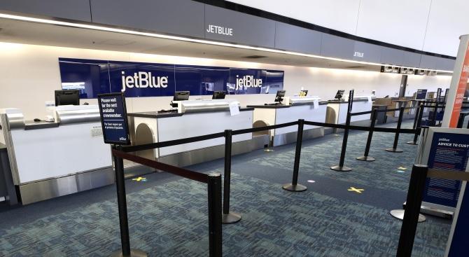 Хиляди отменени полети, стотици хиляди хора, загубили работните си места