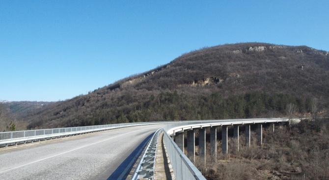 До 10 април се ограничава движението на всички моторни превозни