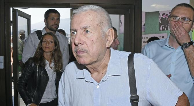 Проф. Атанас Щерев празнува днес 74 години. Той е щитан