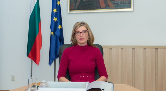 """Захариева призова Брюксел да не дава ход на пакет """"Мобилност"""""""