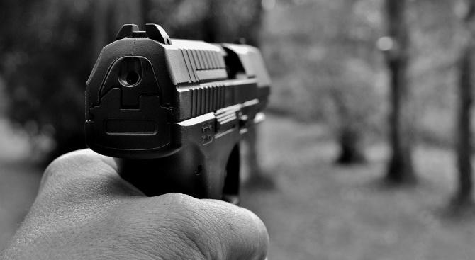 Банков обирджия с медицинска маска простреля жена във Виена