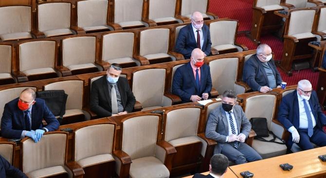 България може да изтегли до 10 млрд. лв. нов заем заради коронавируса, реши парламентът