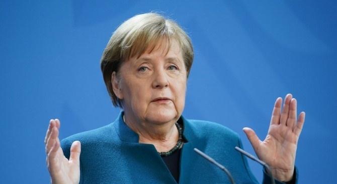 Меркел: Ограничителните мерки в Германия може да продължат и след средата на месеца