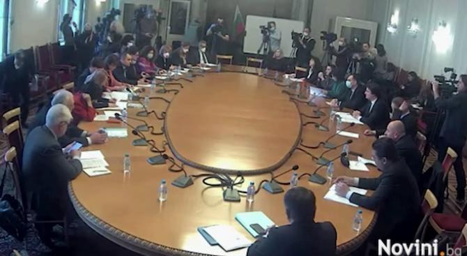 Бюджетната и правната комисия в НС ще заседават днес