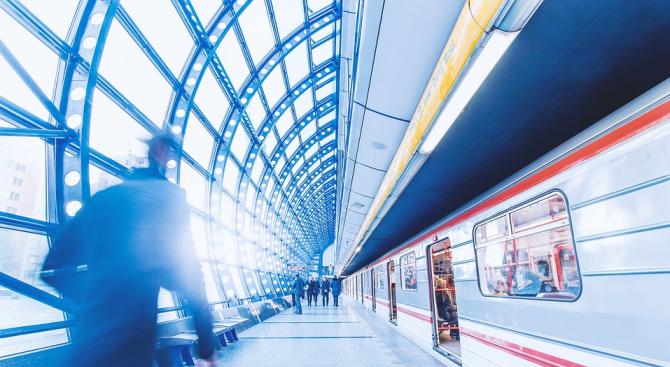 Липсата на пътници заради строгите изисквания за социална дистанция в