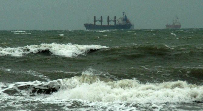 Пристанище Варна е затворено заради силен вятър