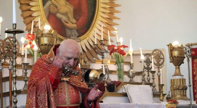 Арменската църква у нас затвори врати за вярващи заради коронавируса