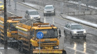 Над 90 снегорина са чистили София през нощта