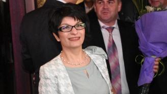 Десислава Атанасова съди замесилите я в спирането на аналгин хинин