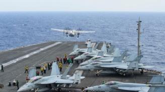 САЩ евакуират част от екипажа на ядрения самолетоносач