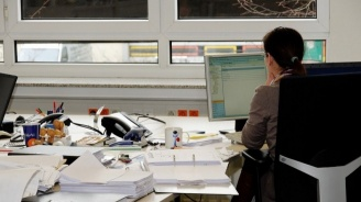Работодателите трябва да ограничат до минимум преките контакти между работещите