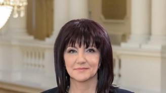 Караянчева  за вдигането на заплатите на депутатите: Сгреших! Извинете!