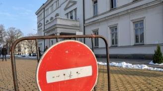 Парламентът продължава работа въпреки коронавируса