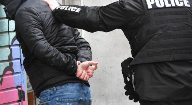 Криминалисти от Плевен разкриха автор на измами и кражби, който