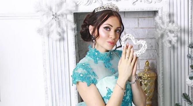 Скучаещи домакини изхвърлят боклука, облечени като принцеси