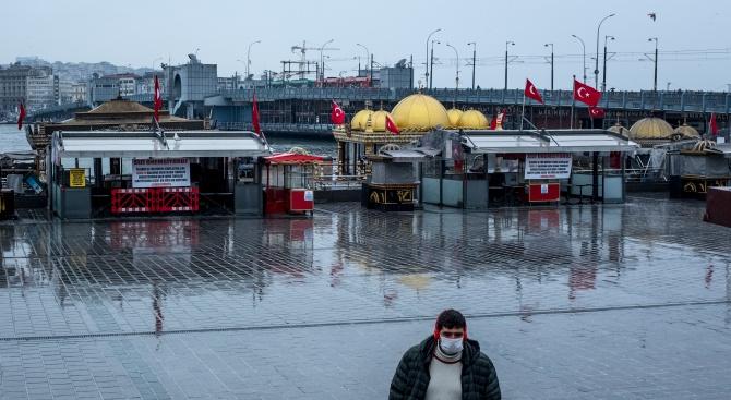 Трудната битка на Истанбул с епидемията от COVID-19
