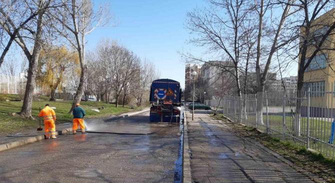 Със стабилизирането на времето екипите на почистващите фирми в София