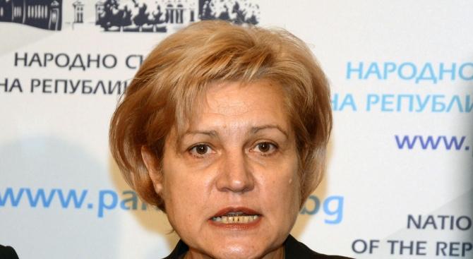 Менда Стоянова: Първо помагаме и раздаваме, а после разделяме